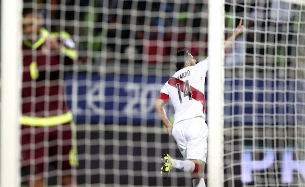 Pizarro juicht na zijn doelpunt. EPA