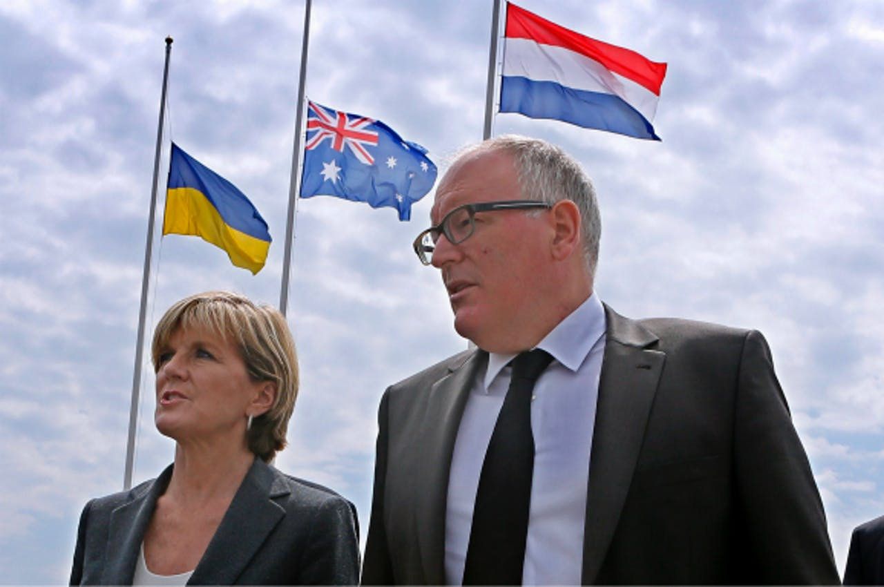 Timmermans en zijn Australische collega Julie Bishop