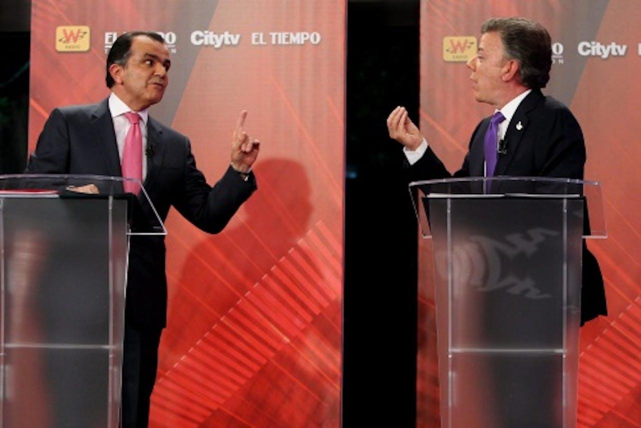 Oscar Iván Zuluaga (links) en Juan Manuel Santos (EPA)