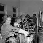 Keukenschoonmaak 1955.jpg