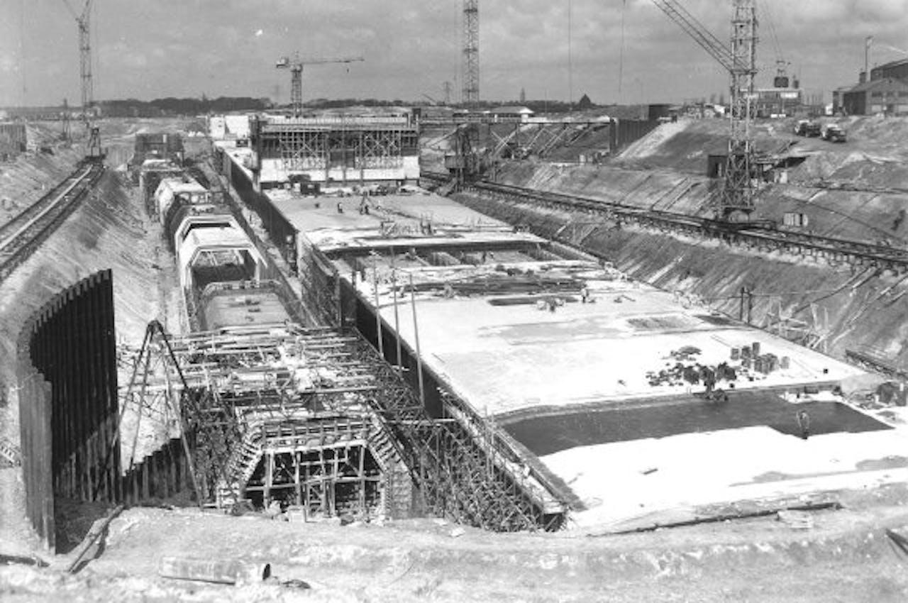 De bouw van de Velsertunnel in 1957