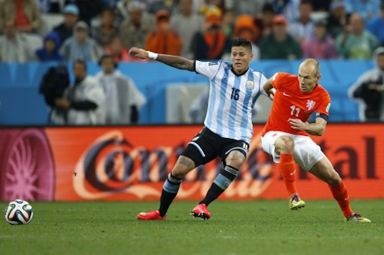 Rojo in duel met Robben op het WK. ANP