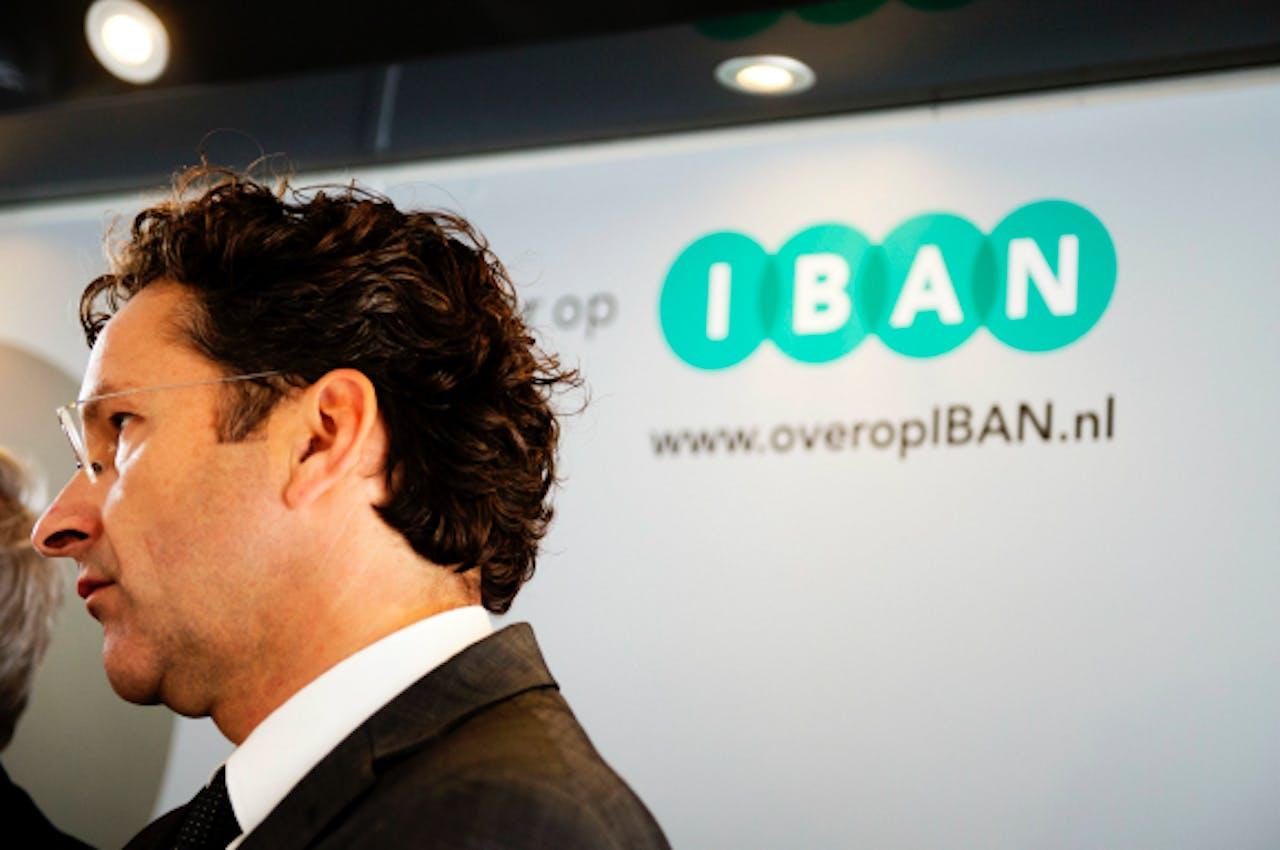 Minister Dijsselbloem probeerde het gebruik van de oude, kortere rekeningnummers nog te verlengen.