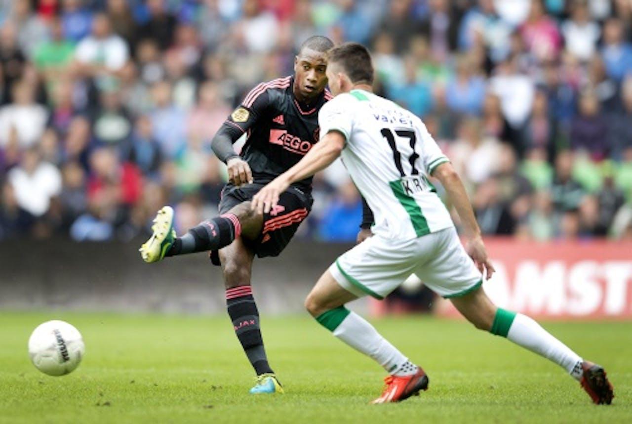 Stefano Denswil (L) van Ajax in duel met Andraz Kirm van FC Groningen. ANP