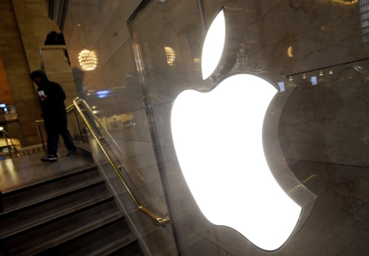 Phil Schiller, Senior Vice President van Apple, met de iPad Mini. AFP