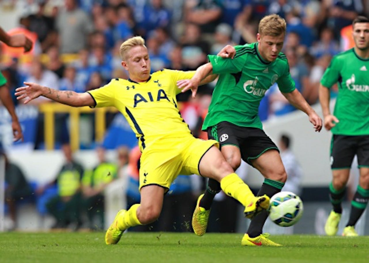 Lewis Holtby (L). EPA