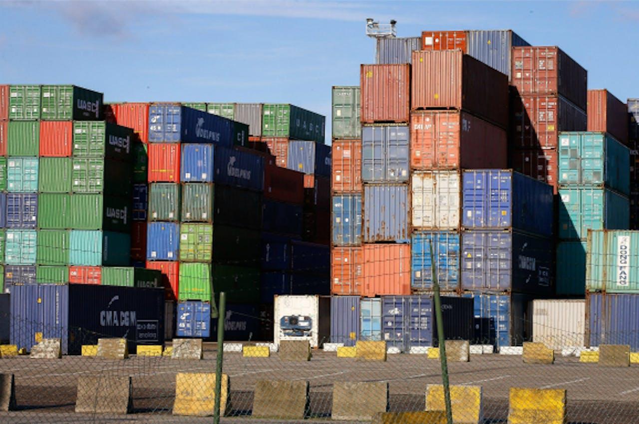 Containers stapelen zich op in Antwerpse haven. Foto: ANP