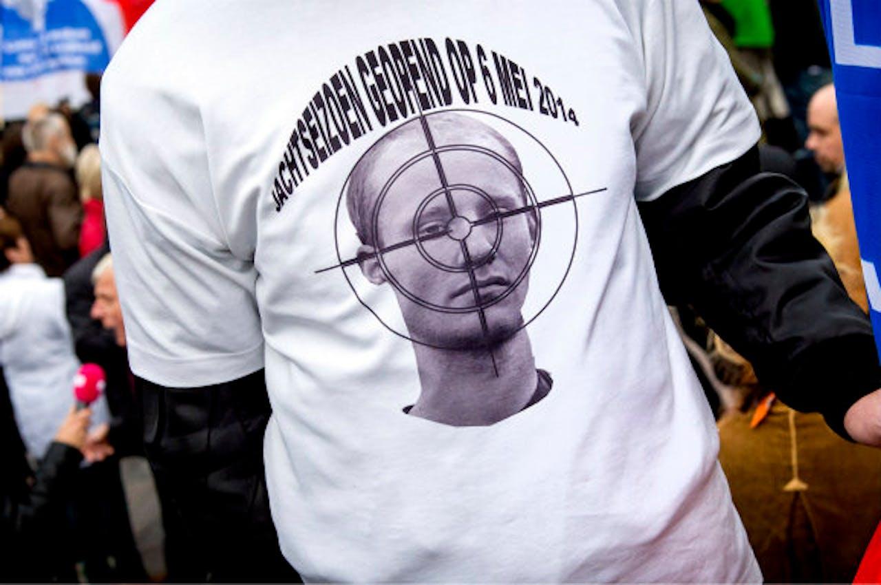 Deelnemer aan de demonstratie tegen de strafkorting van Van der Graaf