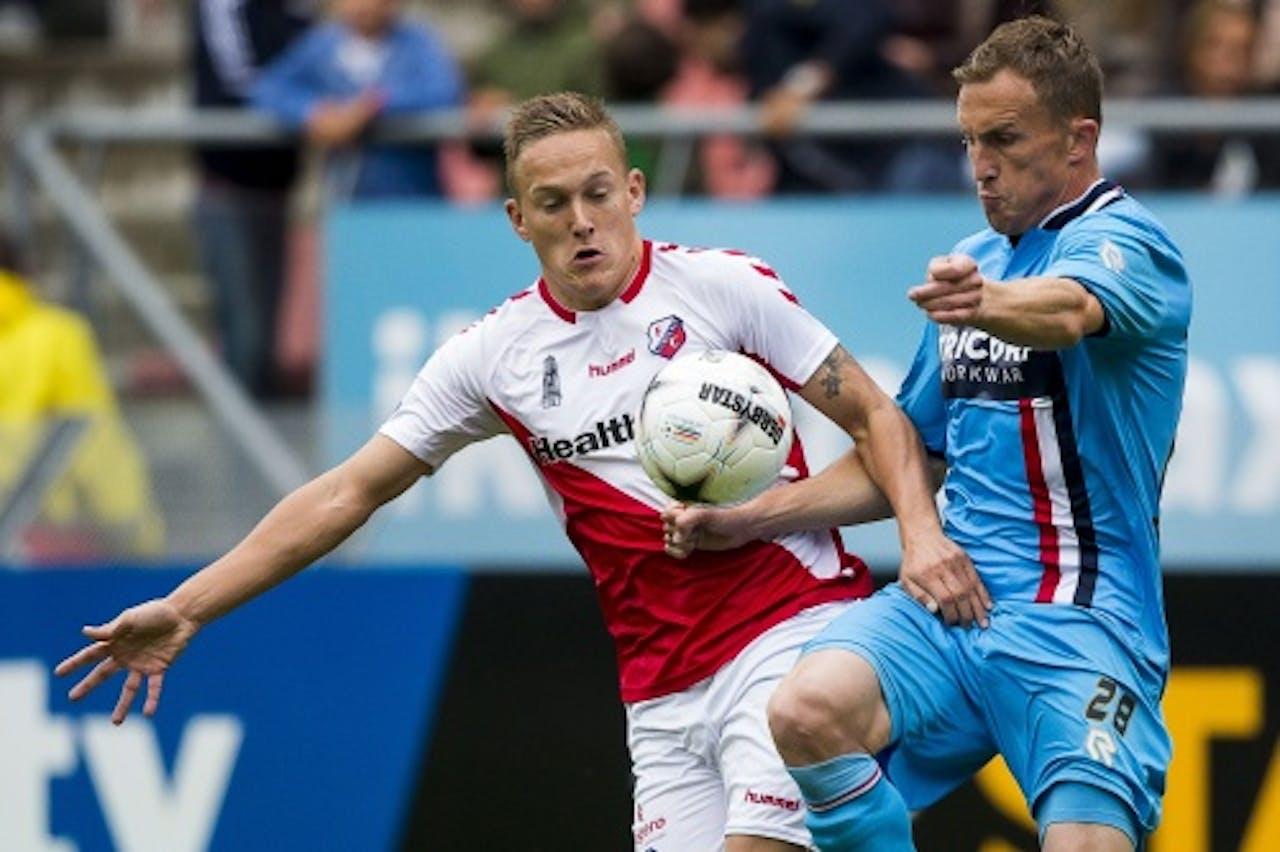 Jens Toornstra (L) van Utrecht in duel met Willem II-speler Tim Cornelisse (R). ANP PRO SHOTS