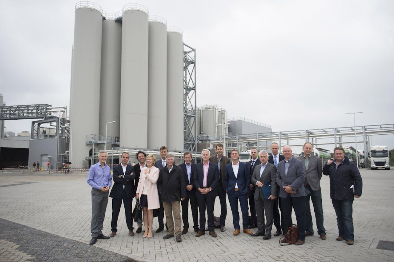 The Green Team samen met vertegenwoordigers van FrieslandCampina en andere betrokkenen.