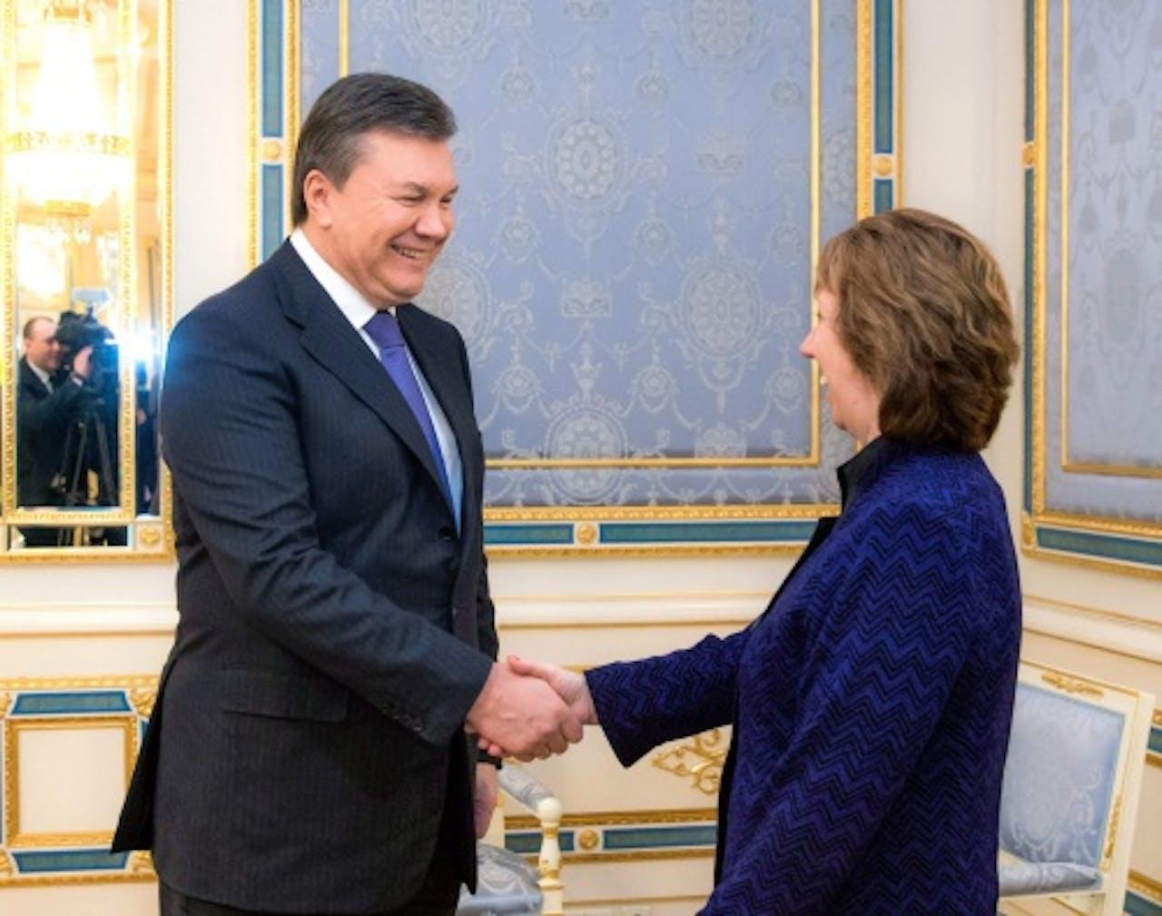 Oekraïense president Viktor Janoekovitsj samen met EU-buitenlandchef Catherine Ashton. EPA
