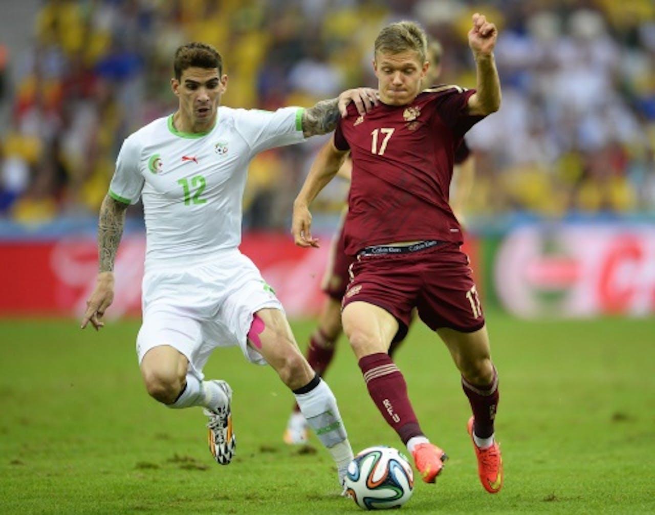 Oleg Shatov (R) van Rusland in duel met Carl Medjani (L) van Algerije. EPA
