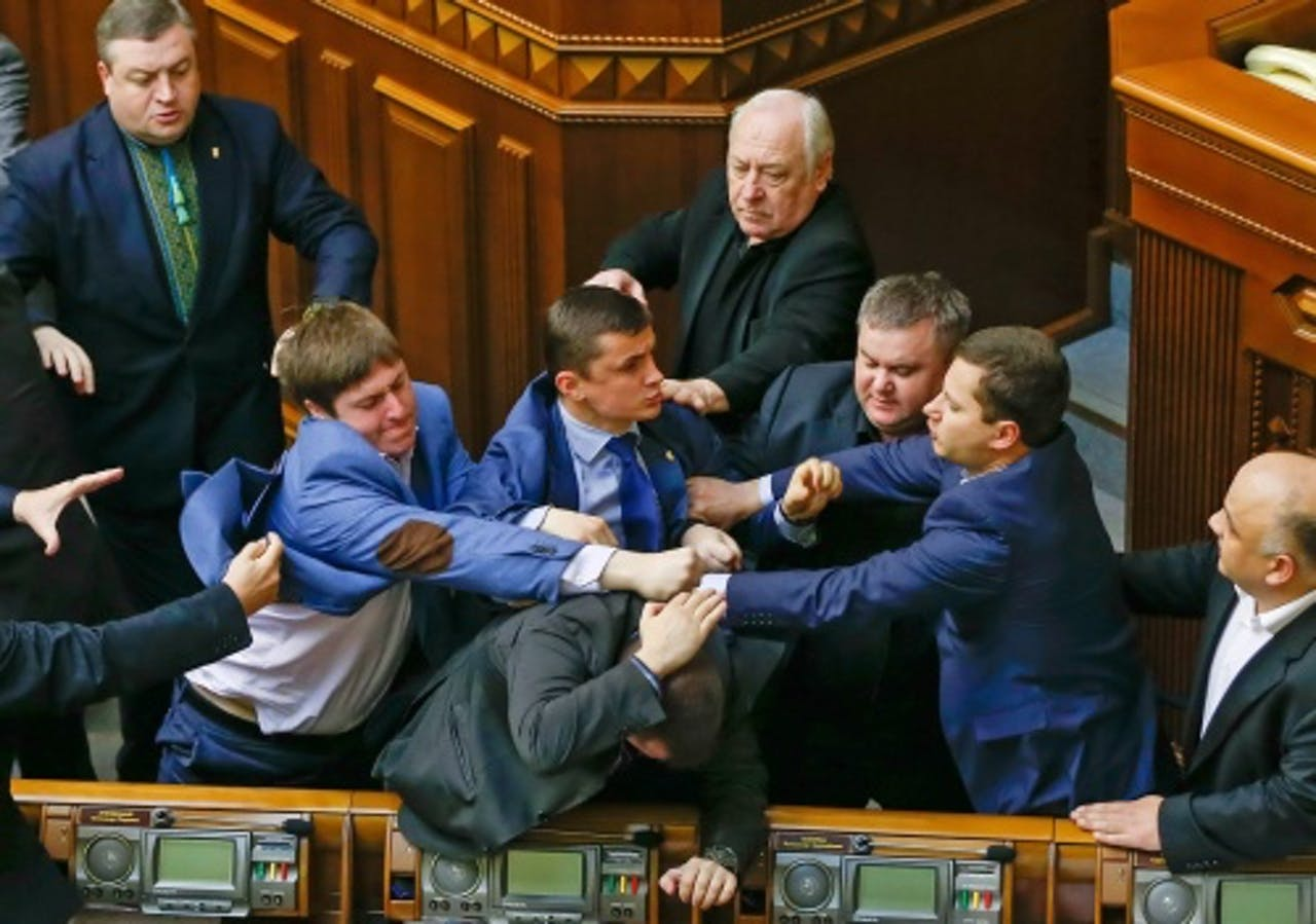 Parlementariërs gaan met elkaar op de vuist