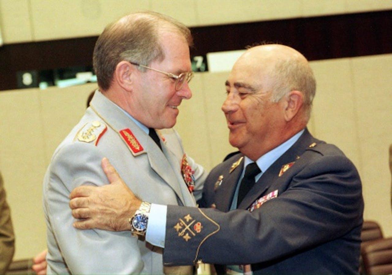 Archieffoto Klaus Naumann 1999 (L). EPA
