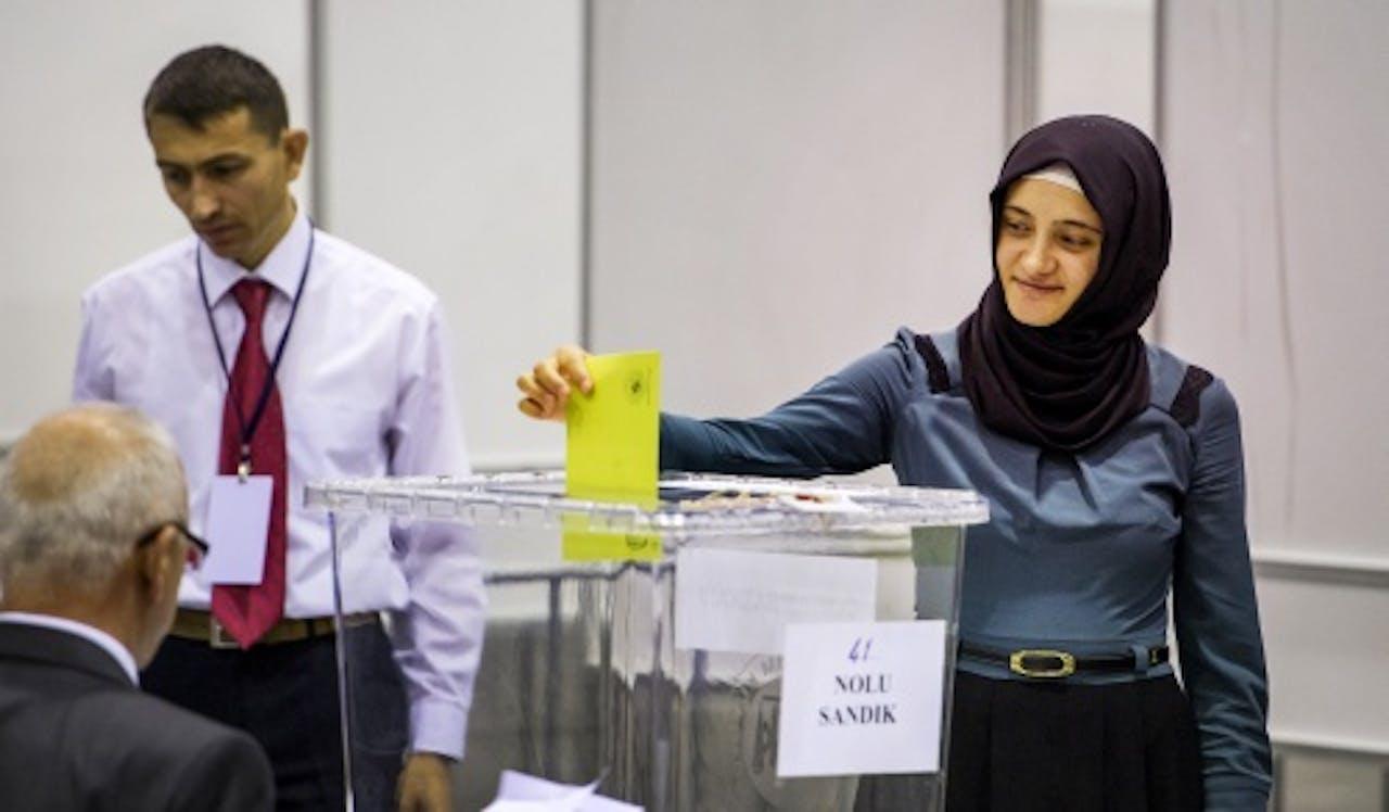 Turkse stemt in Ahoy, Rotterdam. ANP
