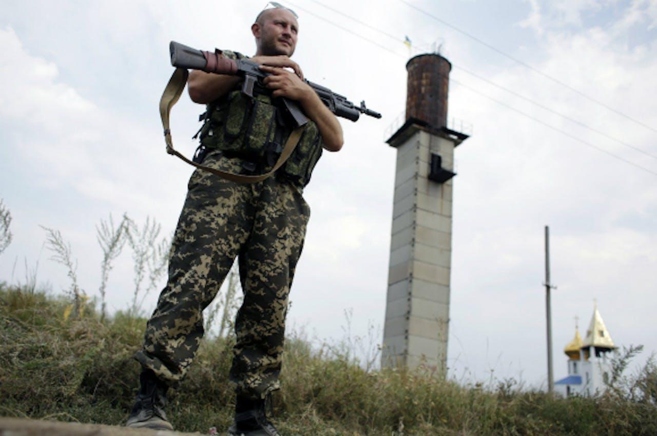 Een Oekraïense soldaat houdt de wacht in de buurt van Donetsk