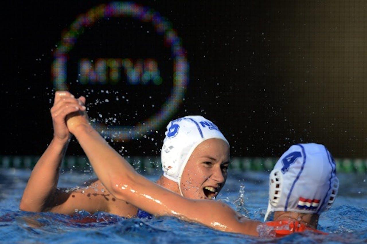 De Nederlandse speelsters Nomi Stomphorst (links) en Cathrina Van Der Slott (EPA)