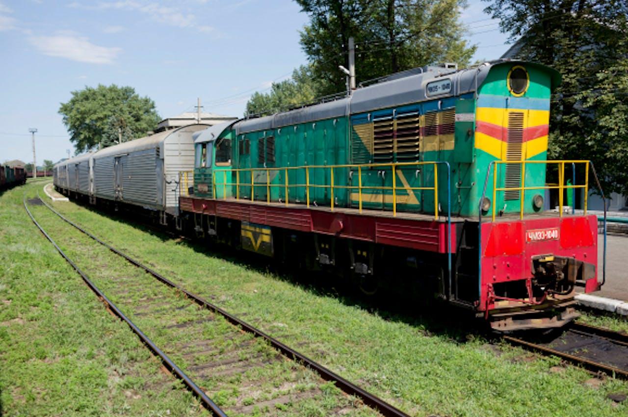 De trein met koelwagons met bijna 200 lichamen staat klaar om te vertrekken vanuit Torez