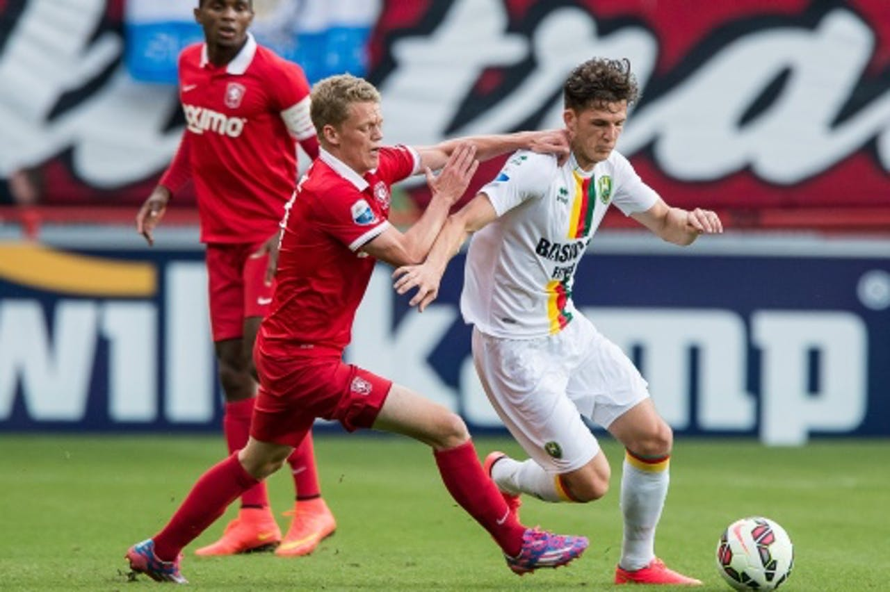 Kasper Kusk (L) van FC Twente in duel met Kevin Jansen van ADO Den Haag. ANP PRO SHOTS