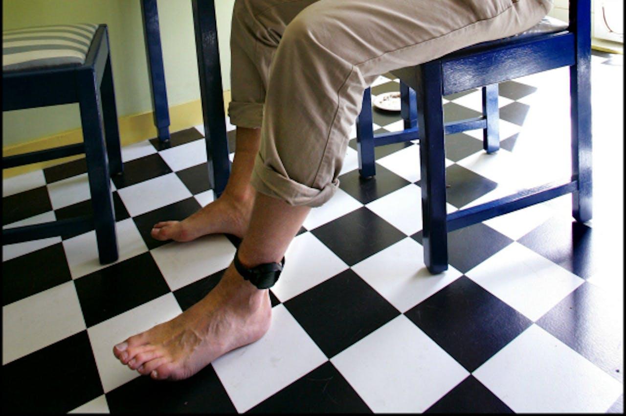 De voeten van Joost Eerdmans, die in 2005 de werking van de enkelband uittestte