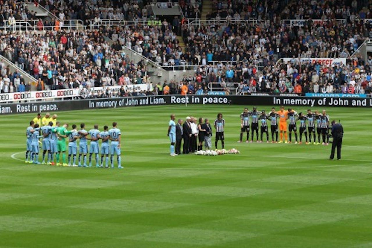Tijdens de wedstrijd Newcastle United-Manchester City werd ook stilgestaan bij de dood van Sweeney. EPA