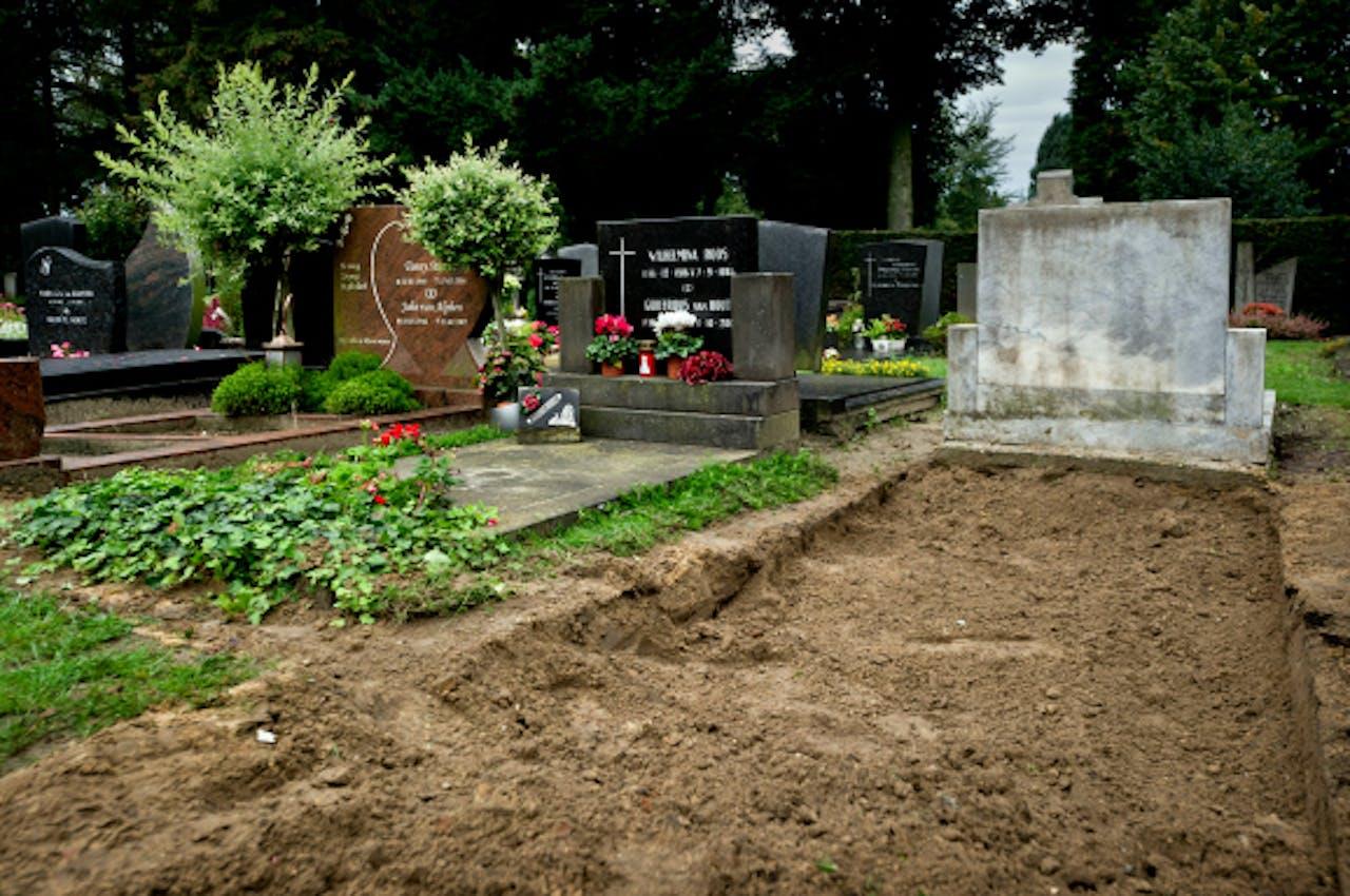 Het graf van Nicole van den Hurk. In 2011 werd haar lichaam opgegraven voor onderzoek