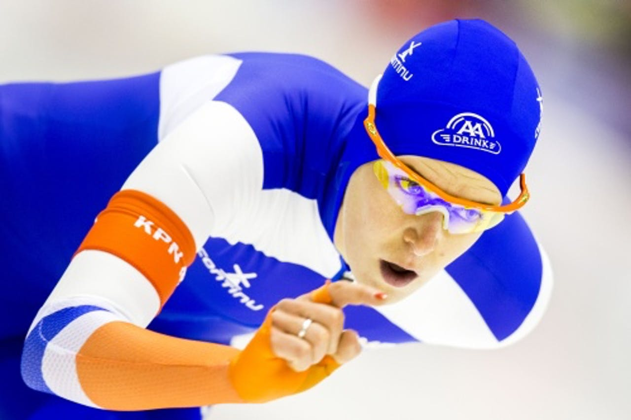 Ireen Wüst gaat op de 1000 meter voor haar derde gouden medaille in dit eerste schaatsweekeinde van het seizoen. (ANP)