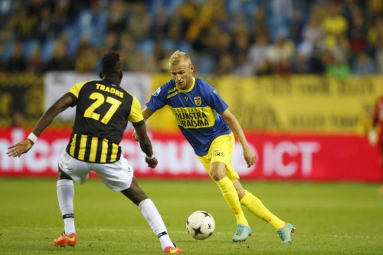 Vytautas Andriuskevicius (R) van Cambuur in duel met Bertrand Traore (L) van Vitesse. ANP PRO SHOTS