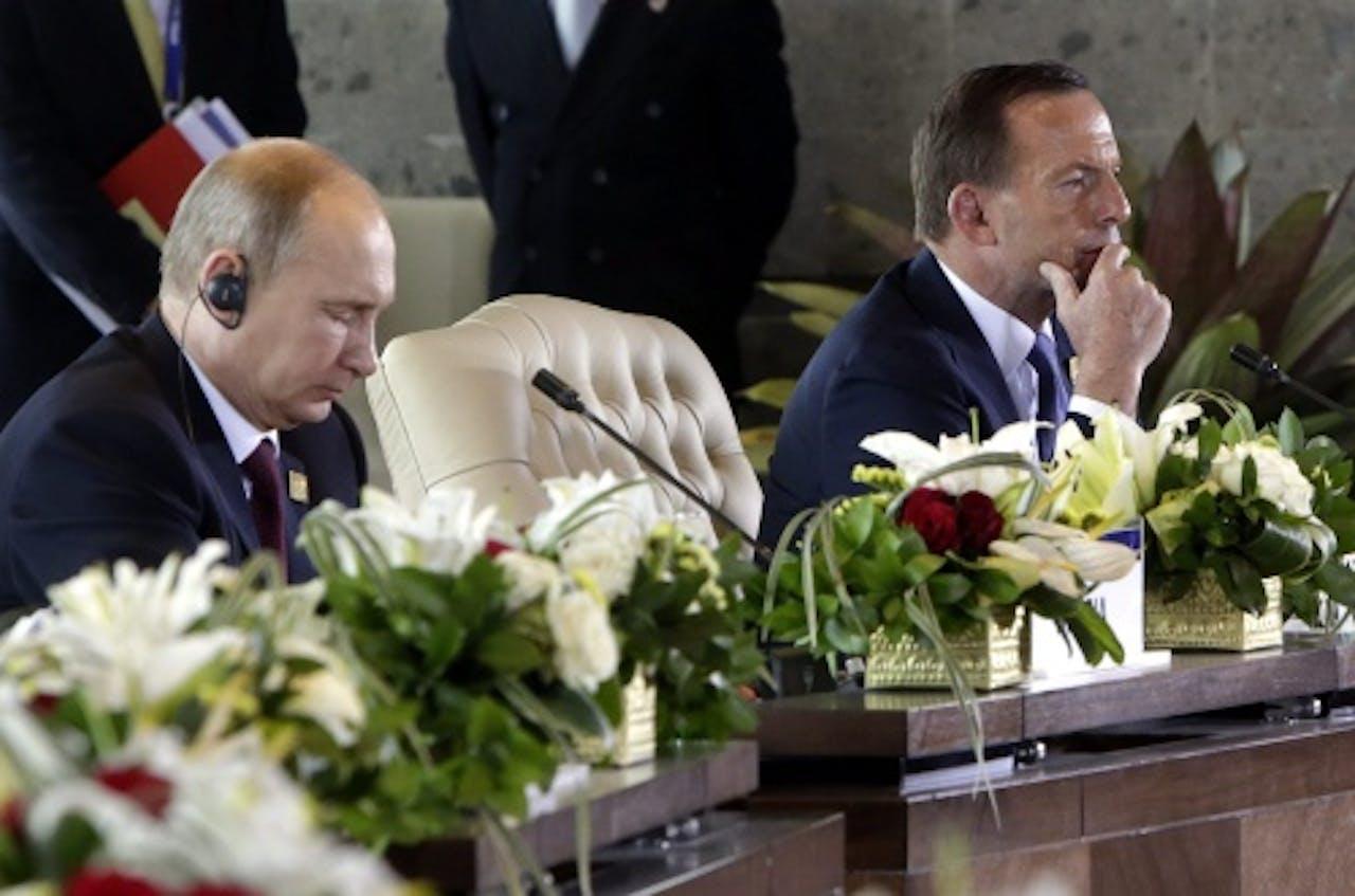 Vladimir Poetin (L) en Tony Abbott. EPA