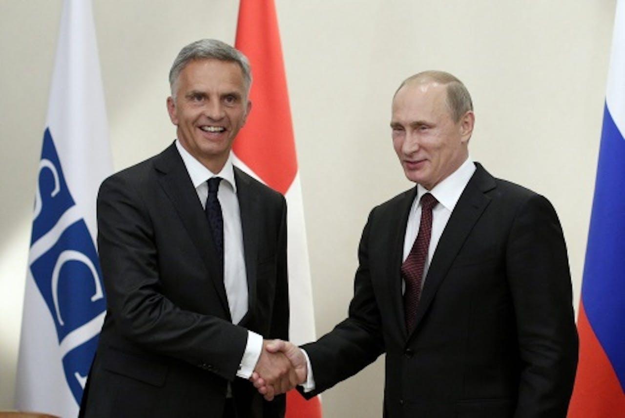 Didier Burkhalter met de Russische president Poetin. EPA