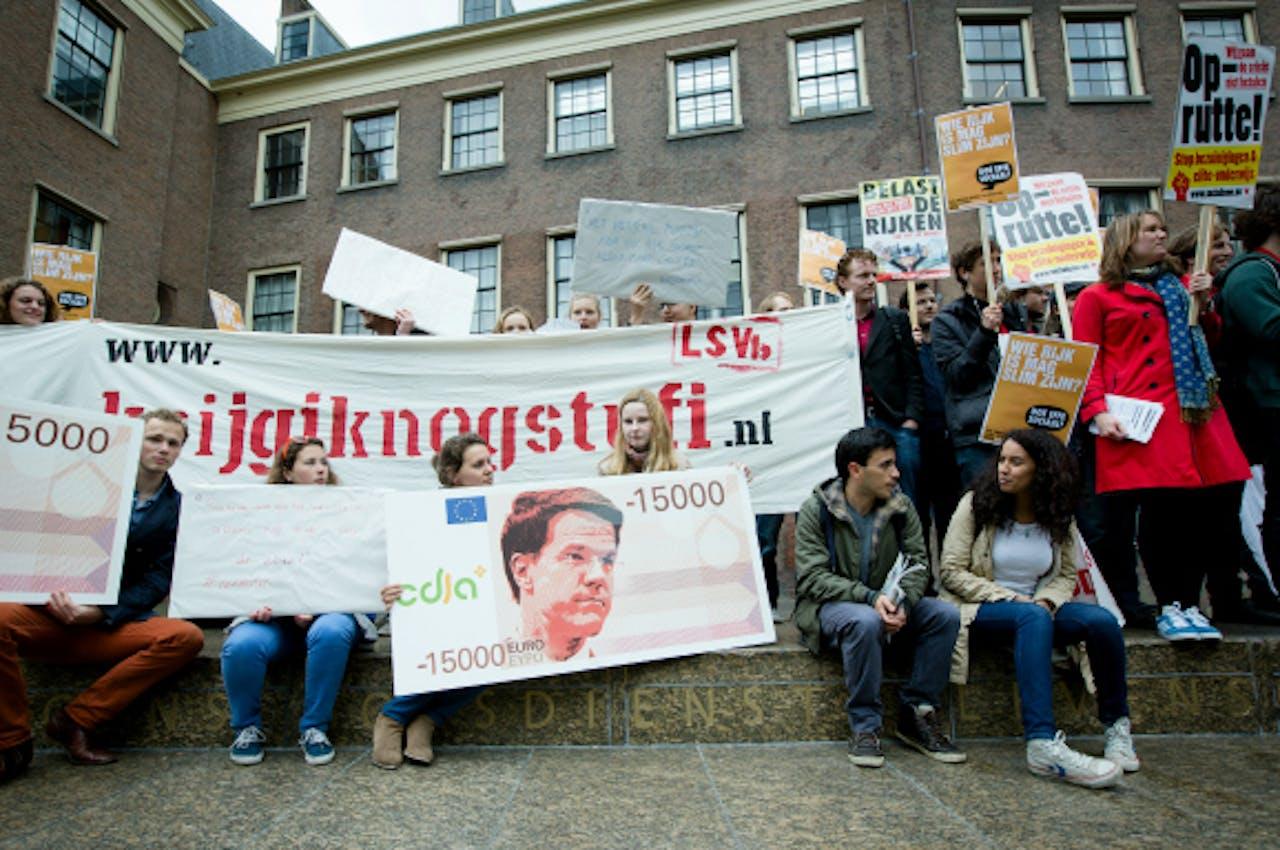 Juni: Studenten demonstreren in Den Haag tegen het nieuwe leenstelsel