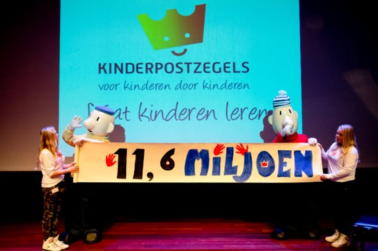 De bekendmaking van de opbrengst van de Kinderpostzegelactie 2013
