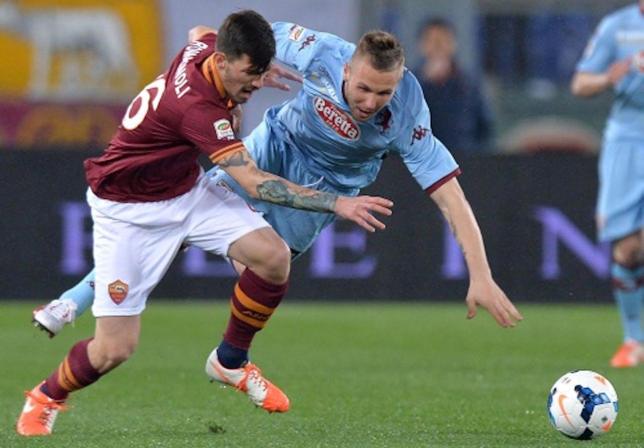 AS Roma-speler Alessio Romagnoli (L) in duel met Jasmin Kurtic van Torino. EPA