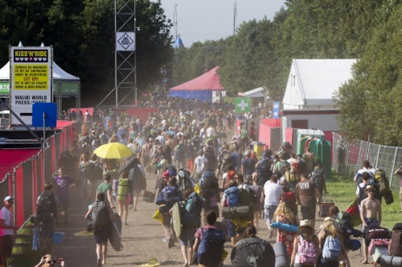 Festivalgangers arriveren op de camping van Lowlands. ANP