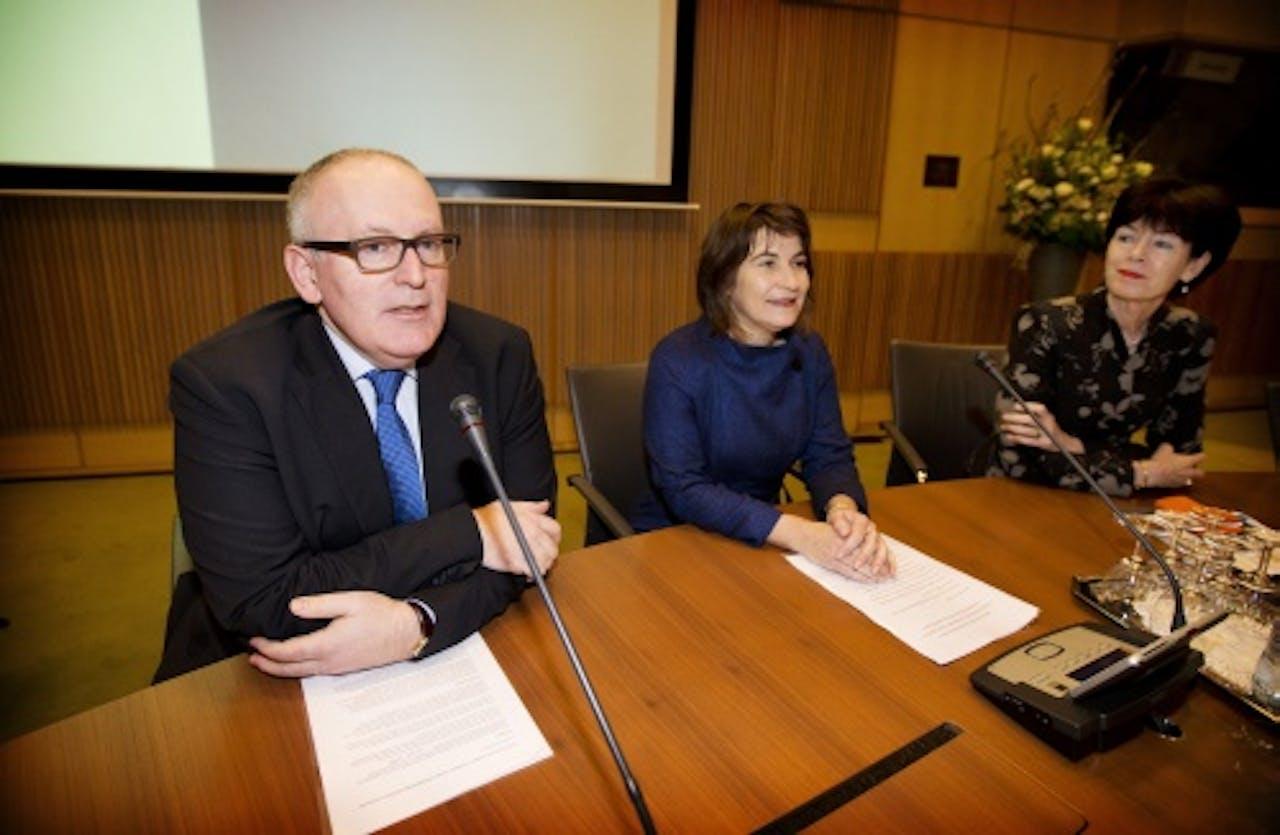 Lilianne Ploumen (M) en Frans Timmermans. ANP