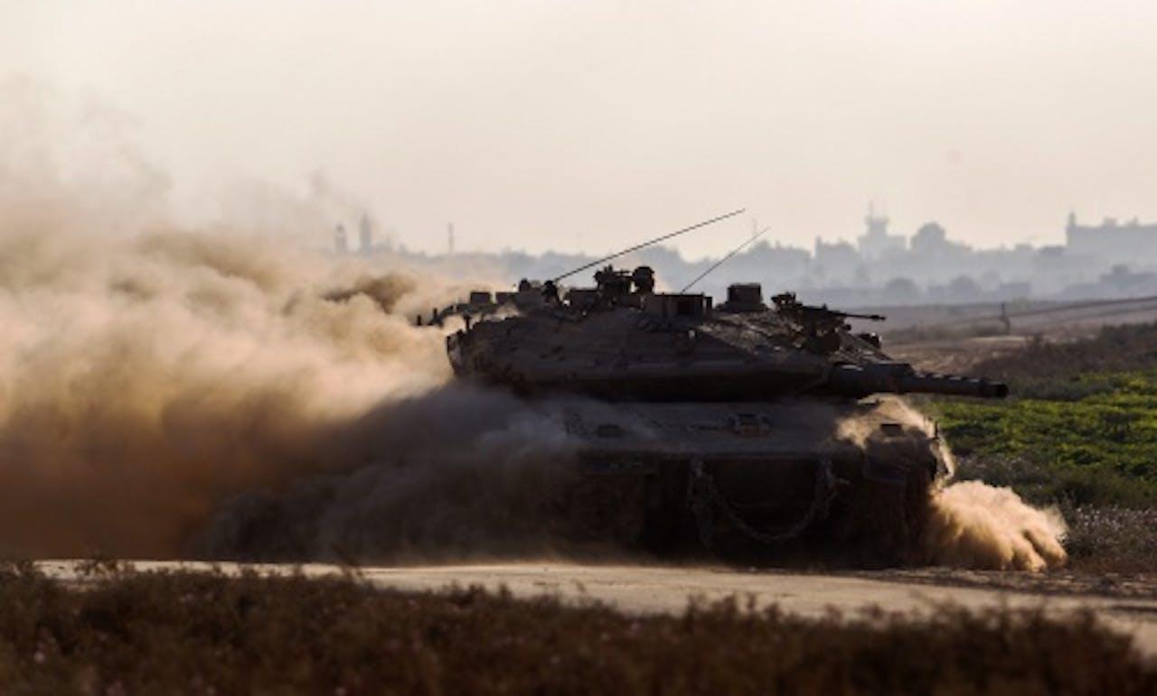 Israelische tank tijdens offensief in Gaza. EPA