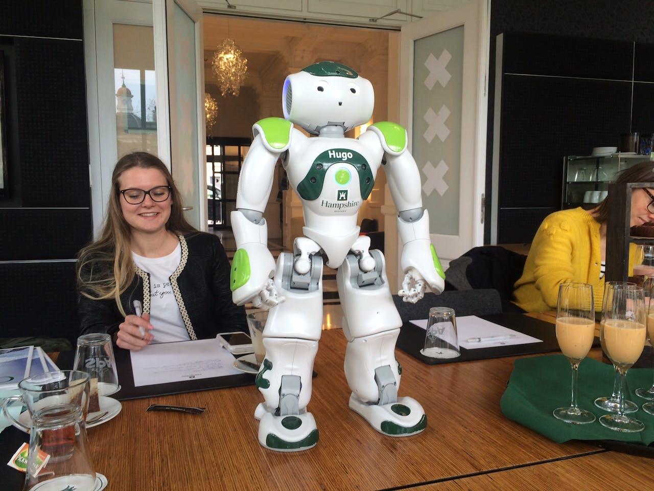 Robot 'Hugo' op zijn eerste werkdag. Foto: Rogier Dankerlui
