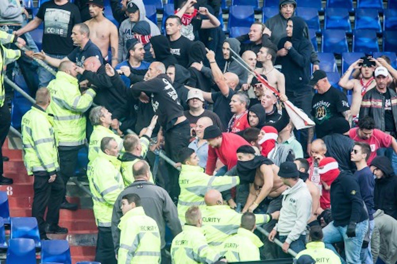 Bij de heenwedstrijd in Rotterdam liep het uit de hand tussen fans van Feyenoord en Standard. EPA