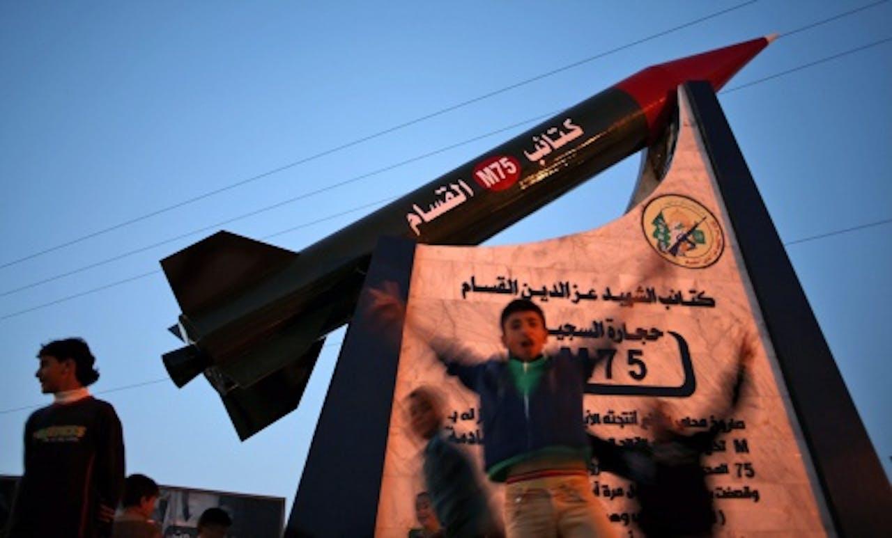 Een monument voor een veelgebruikte raket in Gaza-stad. EPA