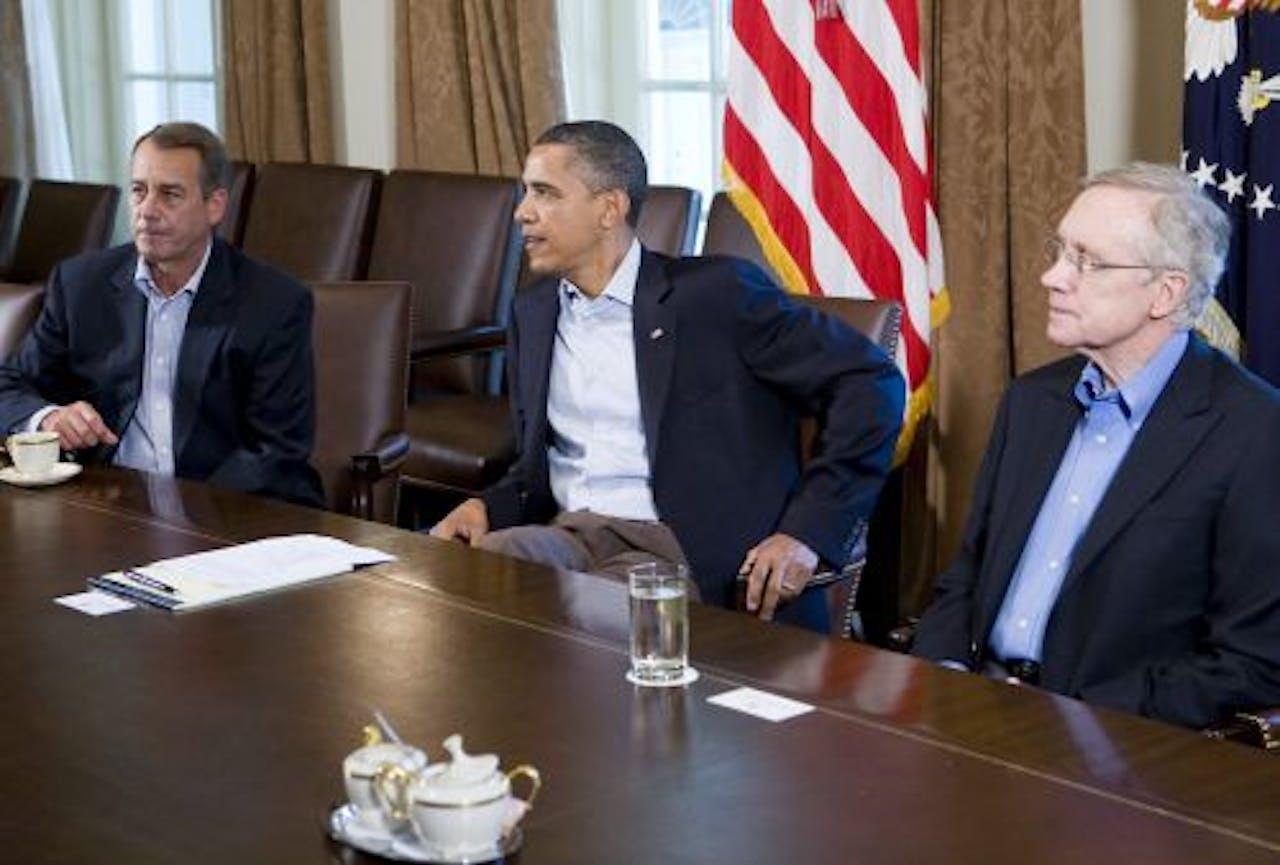 President Obama (M), voorzitter van het Huis van Afgevaardigden John Boehner (L) en Harry Reid, fractieleider van de Democraten. EPA