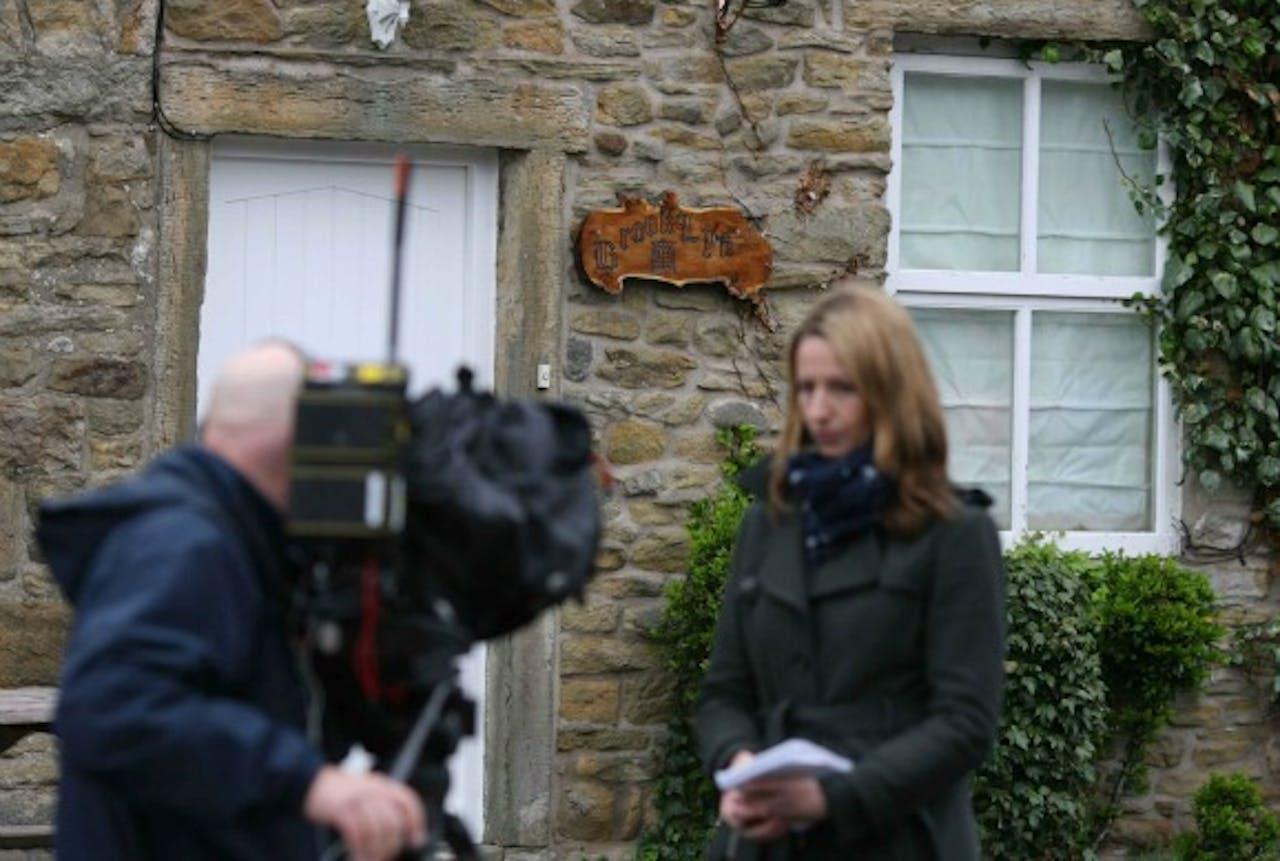 Journalisten voor het huis van Nigel Evans