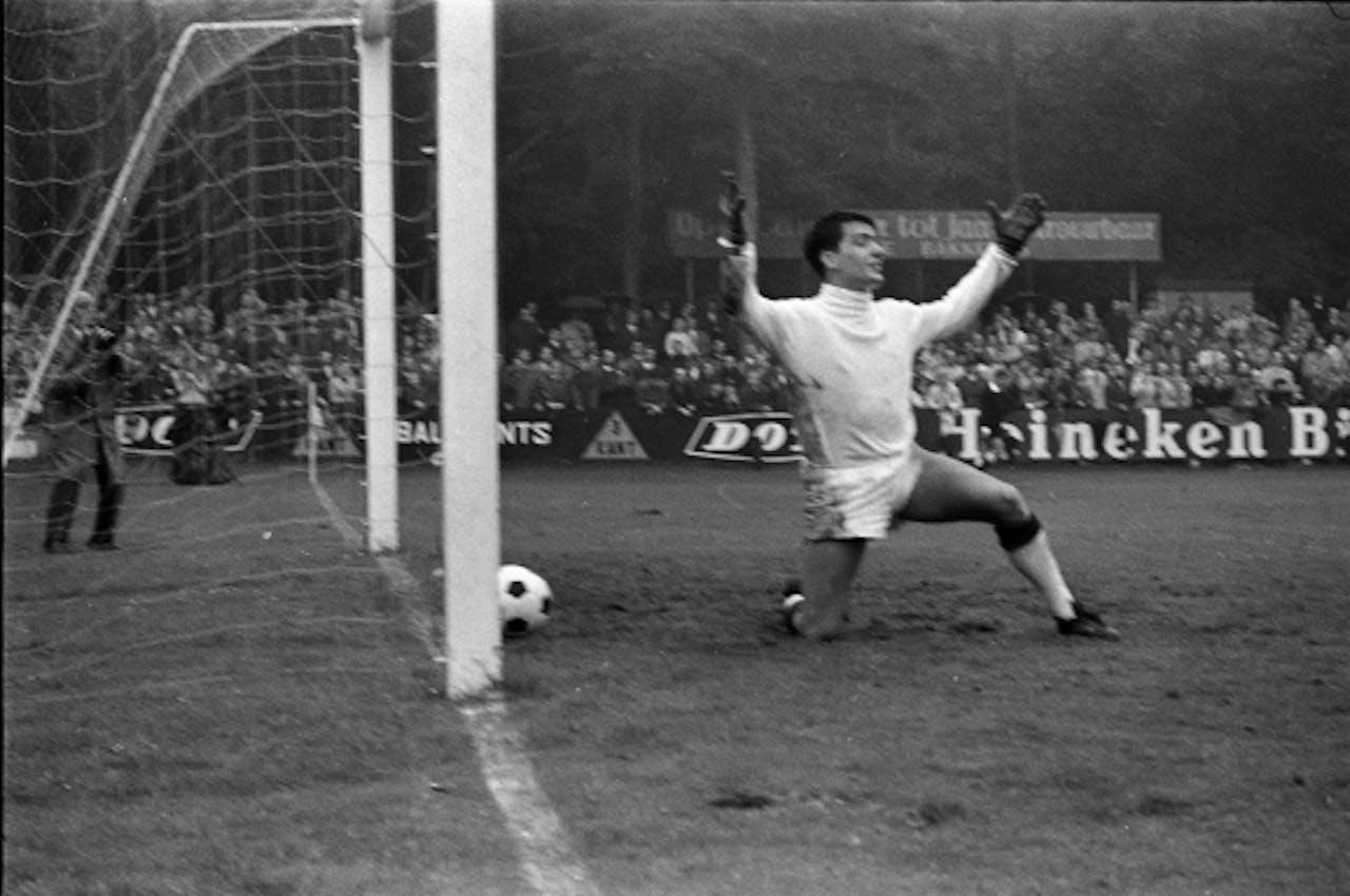 September 1968: AGOVV verliest met 5-0 van Feijenoord.