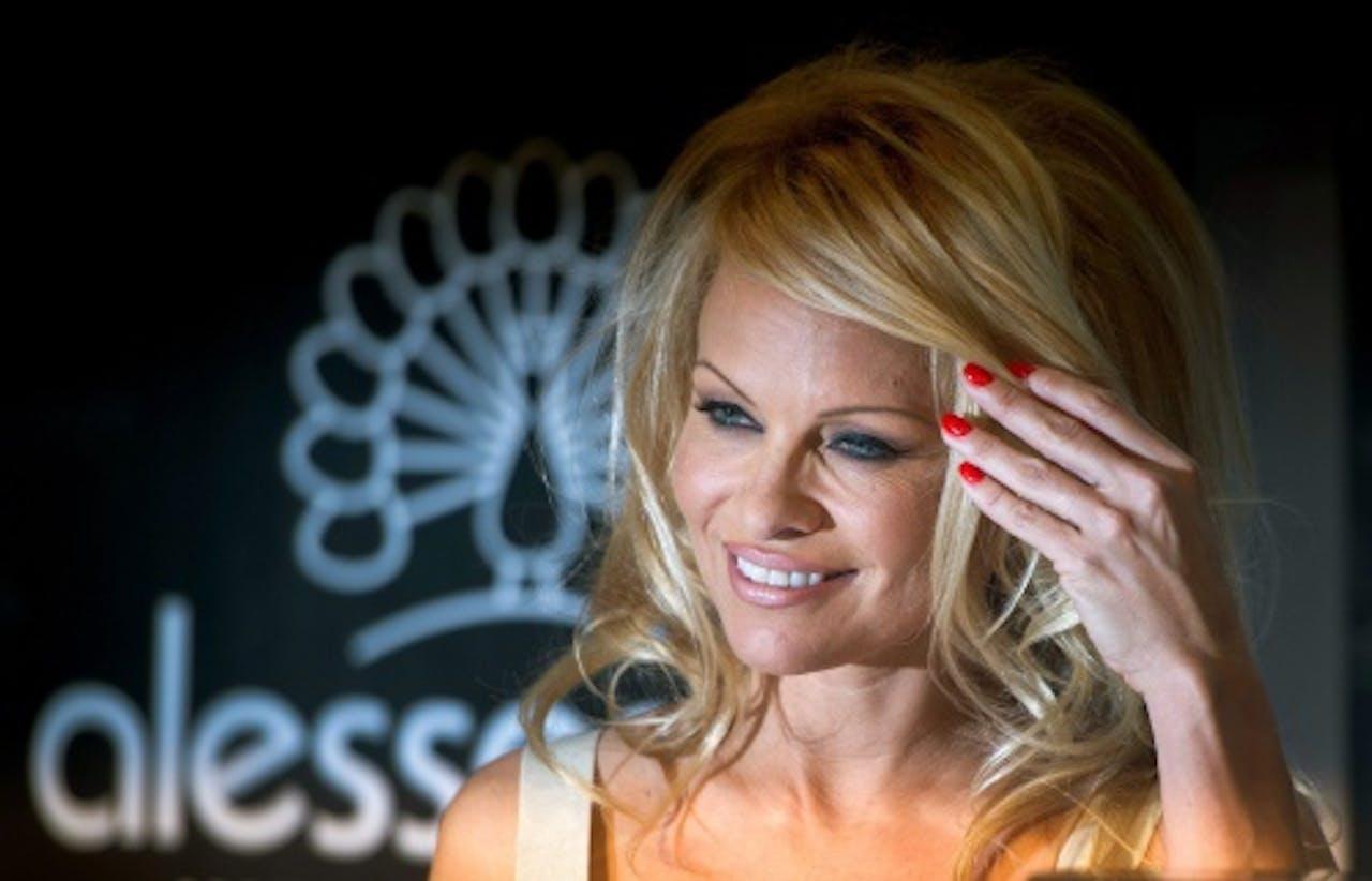 Pamela nog met haar beroemde blonde lokken. EPA