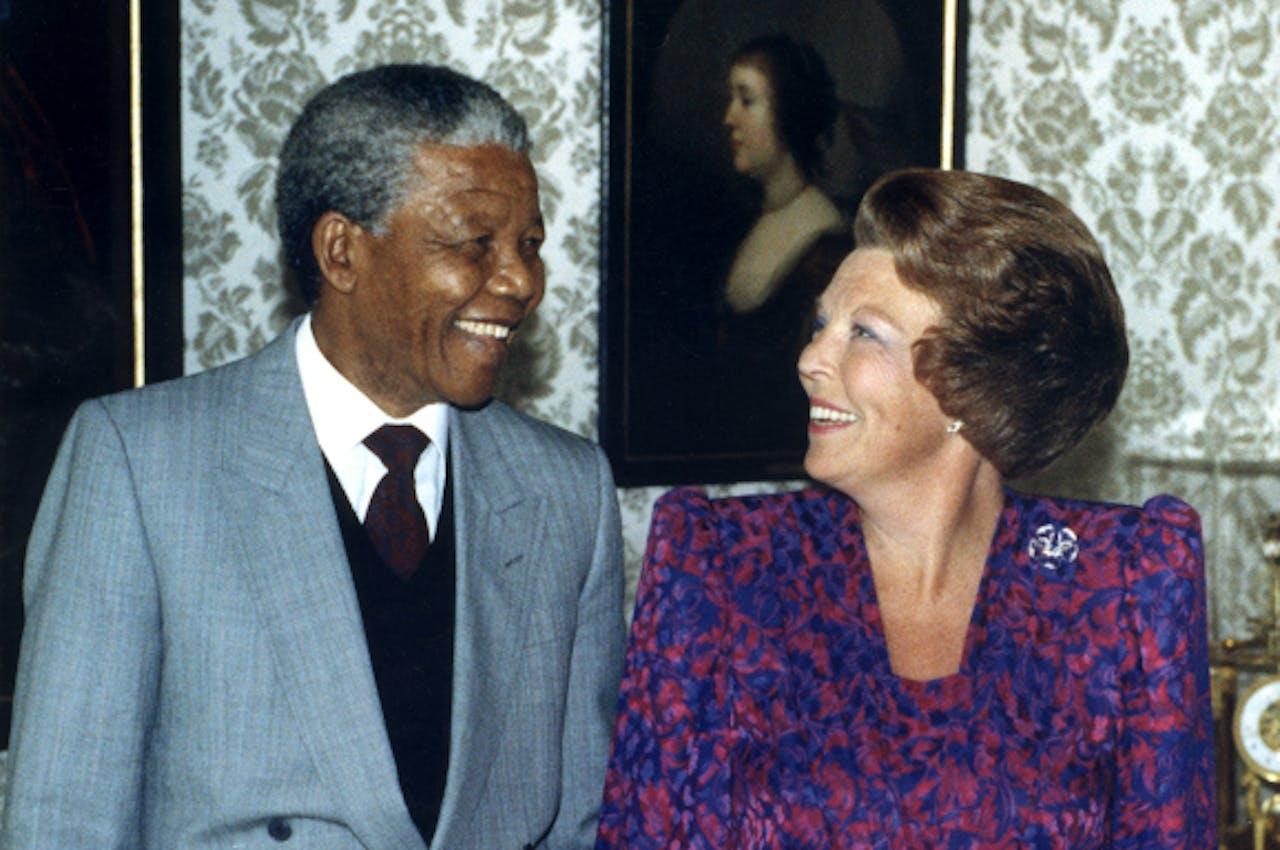 Juni 1990: Mandela bezoekt koningin Beatrix en prins Claus in Den Haag