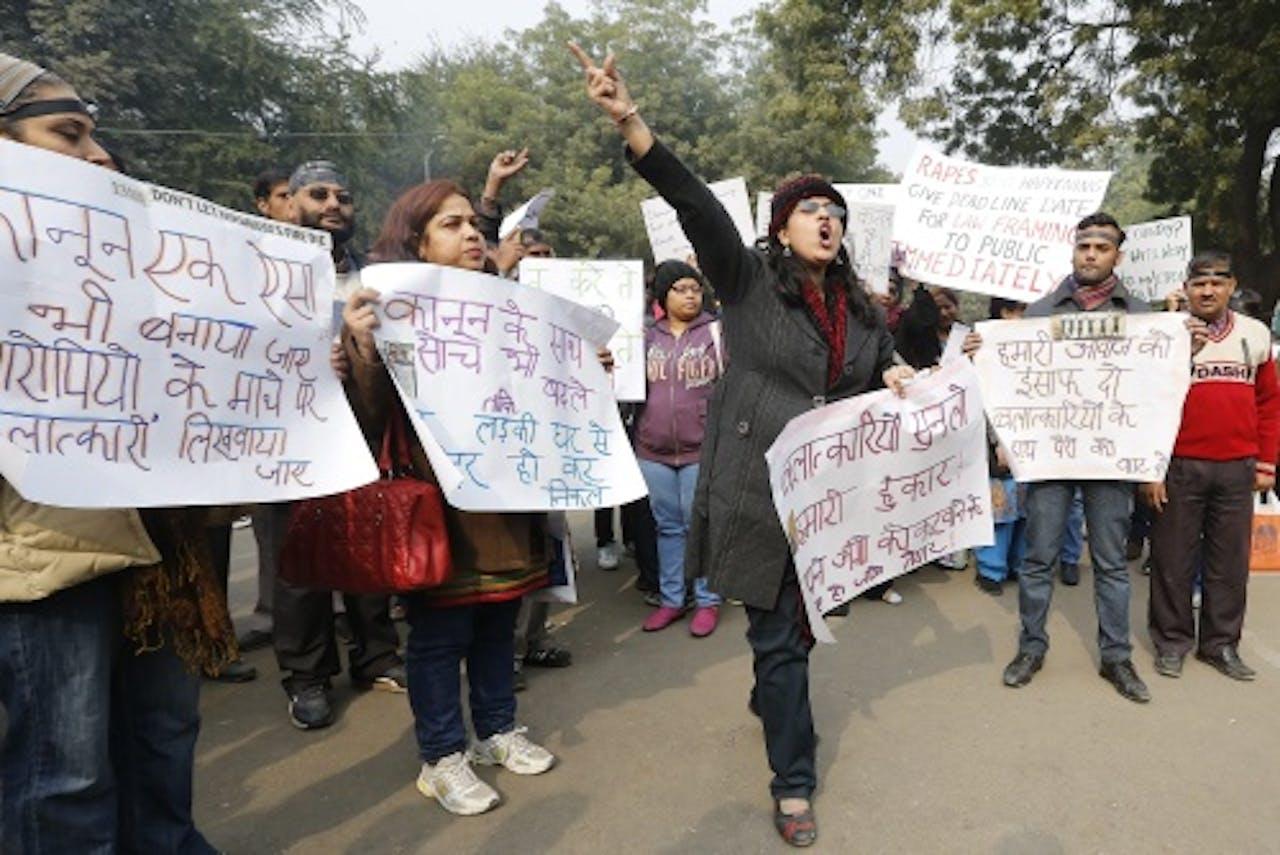 Demonstranten in New Delhi eisen gerechtigheid voor de vrouw die het slachtoffer werd van een brute verkrachting. EPA