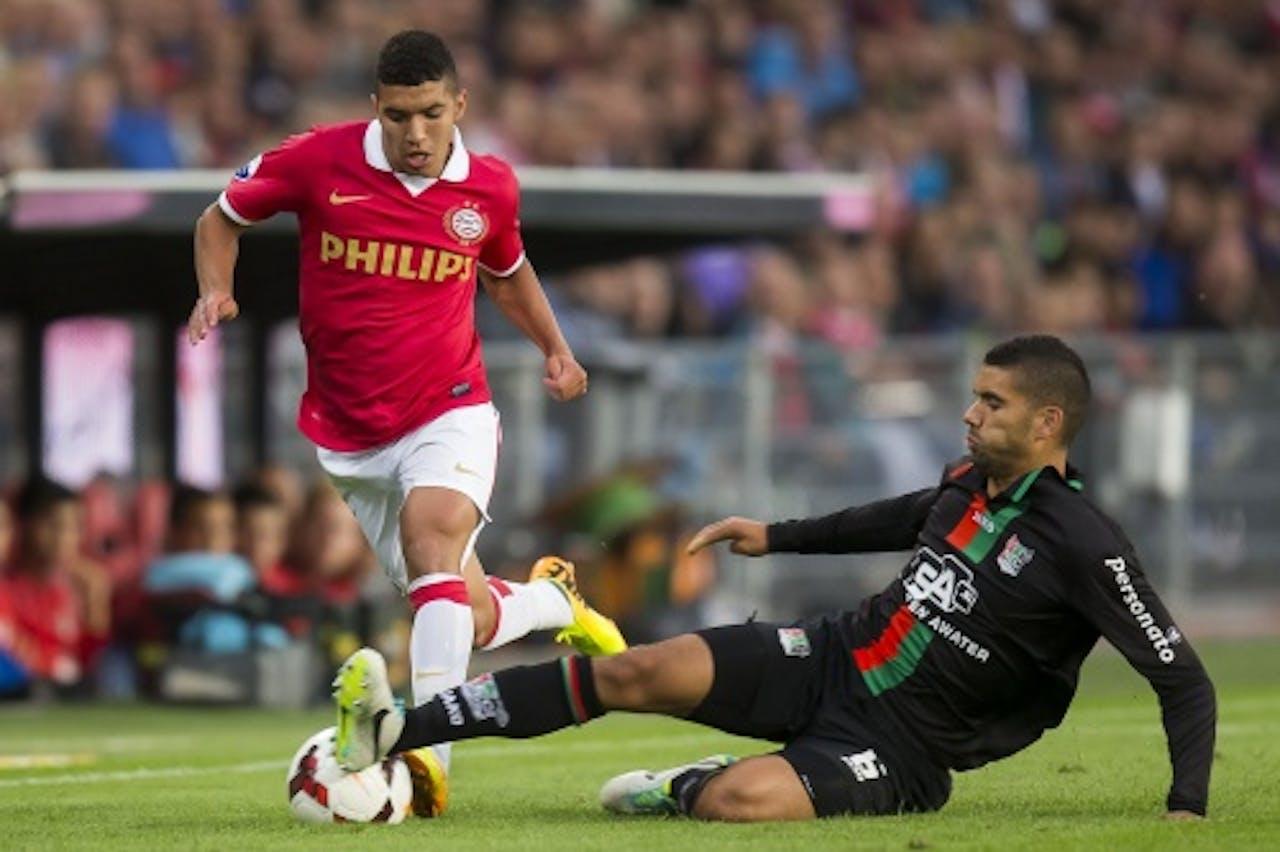 Zakaria Bakkali (L) van PSV in duel met Victor Palsson (R) van NEC. ANP PRO SHOTS