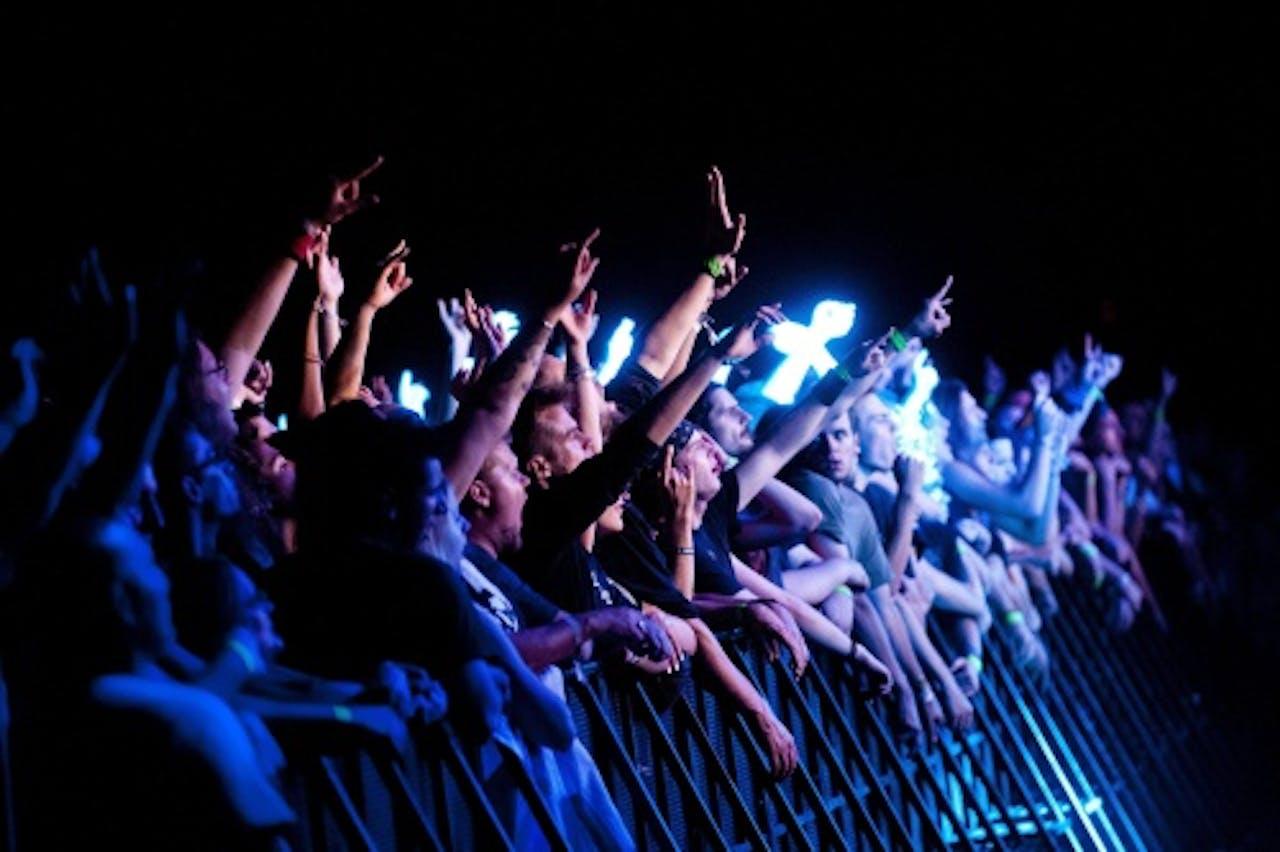 Publiek tijdens een optreden van een heavy metalband. EPA