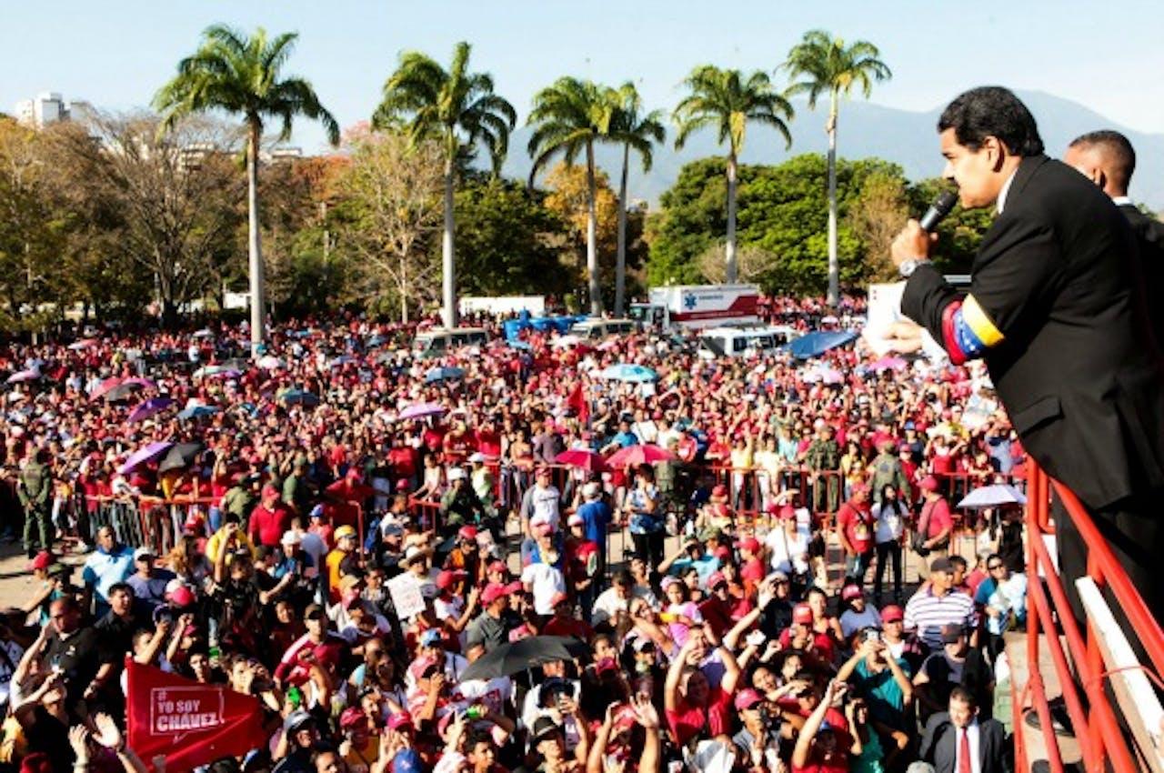 Waarnemend president Maduro spreek het volk toe