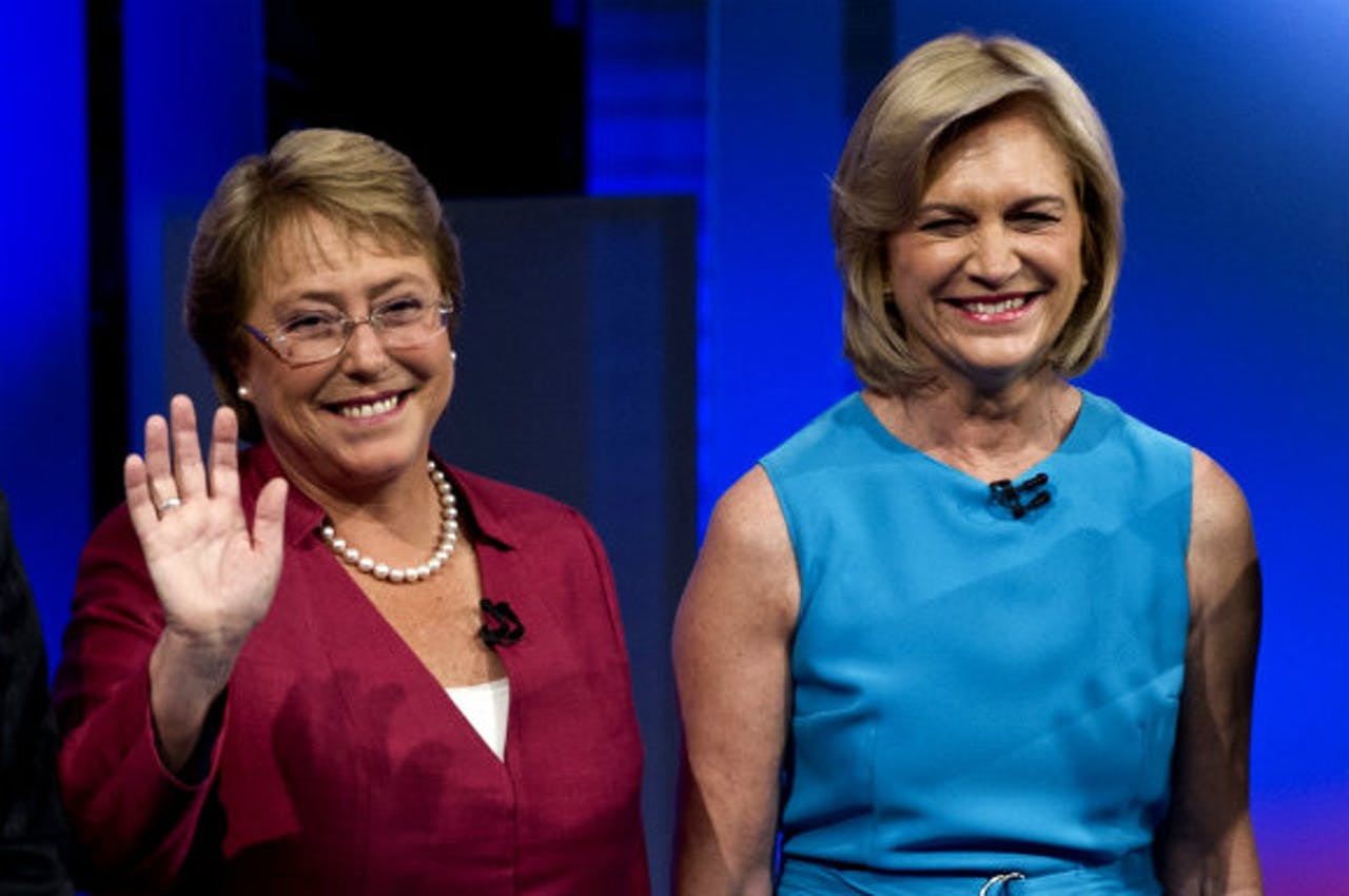 Bachelet (l) en Matthei (r)