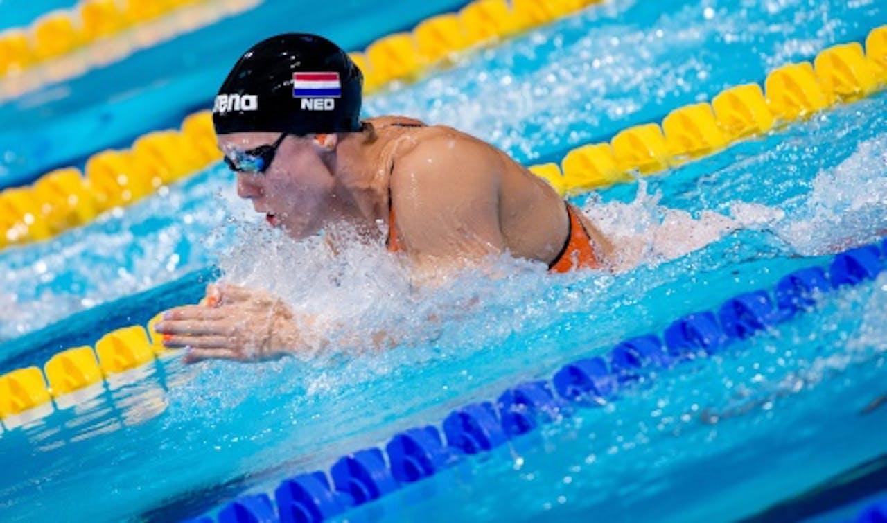 Moniek Nijhuis in actie tijdens de series van de 50 meter schoolslag op het WK zwemmen in Barcelona, ANP